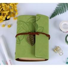 Винтажный блокнот с подвеской-листиком. Светло-зеленый